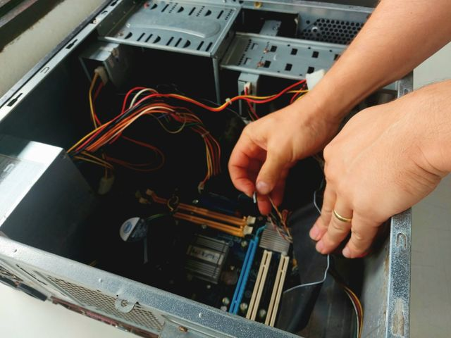 Ilha Jovem abre inscrições para a oficina de manutenção de computadores