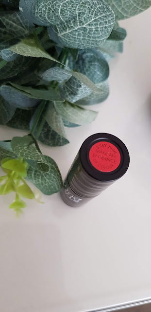 seventeen stay pout lipstick review