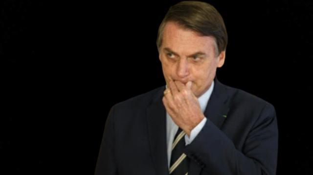 Bolsonaro assina MP que pode livra-lo de acusações por mortes pelo Covid-19