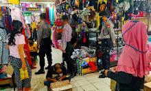 Satuan Sabhara Polres Sidrap Datangi Warga di Pasar Sentral