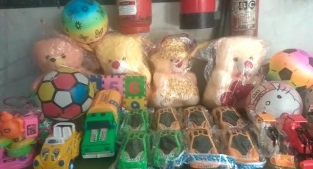 हद्वयवासी सेवा समिति ने अस्पताल में बच्चों को दिए टावल, खिलौने और ऑक्सीमीटर