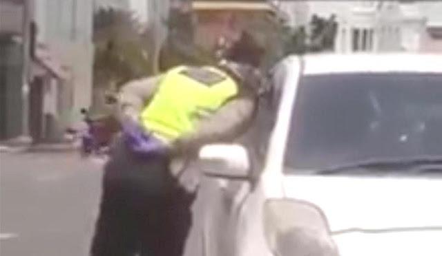 oknum polisi terbukti ludahi sopir mobil yang disetopnya
