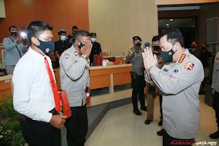 Dua Personel Polda Bali Menerima Penghargaan Dari Kapolri Jenderal Listyo Sigit Prabowo