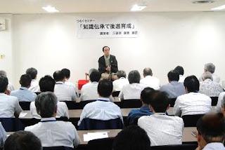 講演会講師・三遊亭楽春の後進育成講演会の風景。