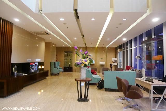 Lobi hotel yang besar dan mewah