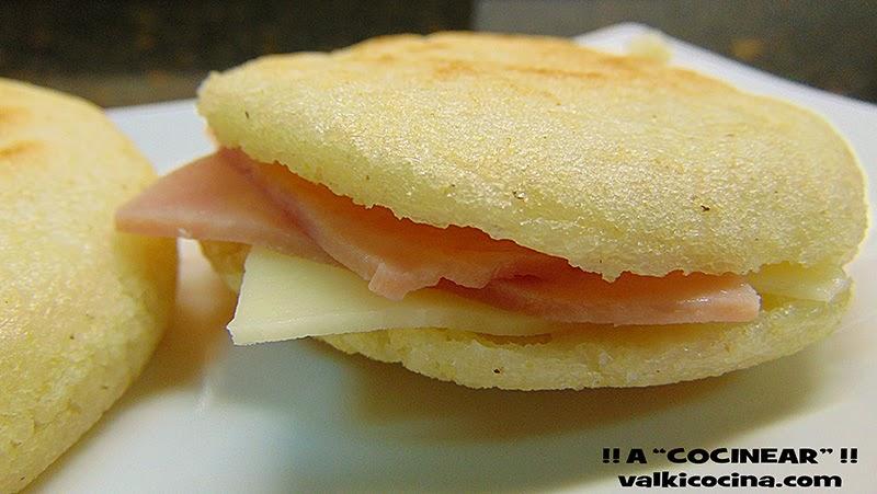 arepa rellena de jamon cocido y queso