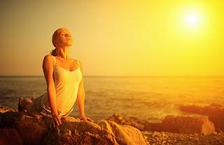 Surya Namaskar (Del sánscrito Surya: Sol, Namaskar: Saludo), ✅ Es una secuencia de asanas (posturas) que se realizan en sincronía con la respiración. 🌟