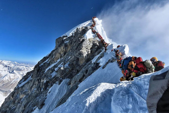 More than 7 Mountaineer died in last 10 day while trying to conquer Mount Everest