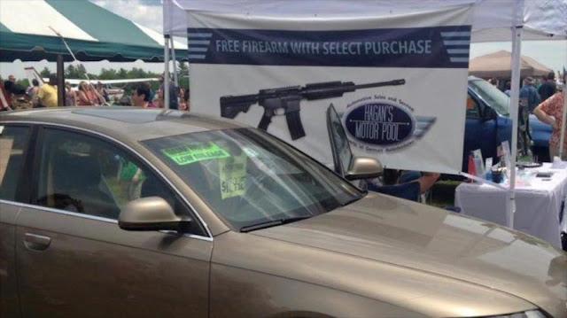 Mientras tanto en EEUU… Compra un coche y llévate un rifle de asalto de regalo