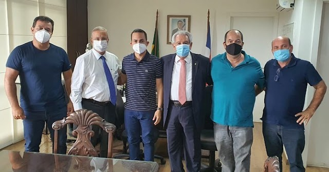 Prefeito de Ituaçu se reúne com Deputado e Secretários em busca de melhorias para o município
