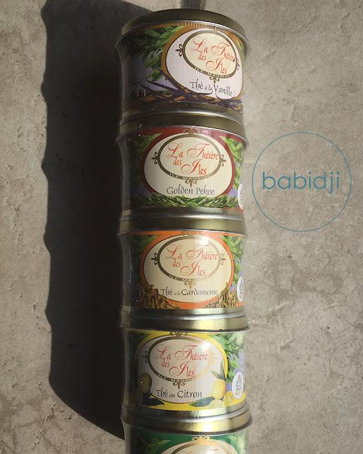 boîtes de thés parfumés rondes de la marque Corson empilées
