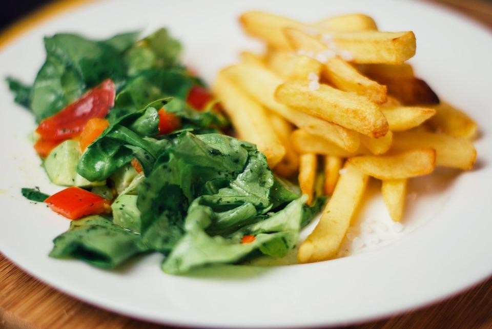 Салат с картошкой фри фото