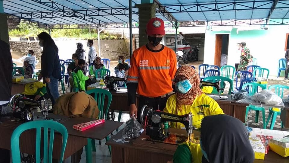 Mantan ODGJ dan ODMK Dapat Pelatihan Menjahit dari Bazas Lumajang