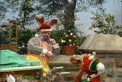 Sesame Street Elmo Saves Christmas. 1