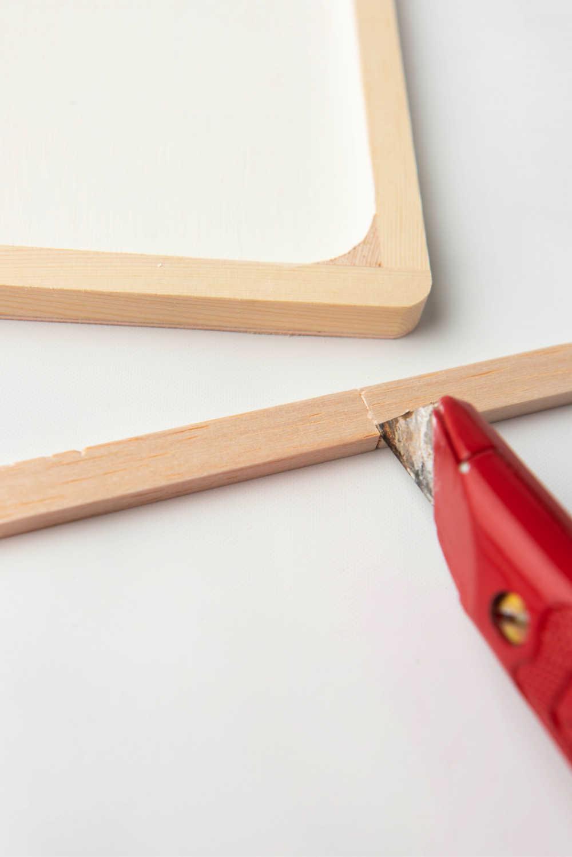 cut wood with razor knife