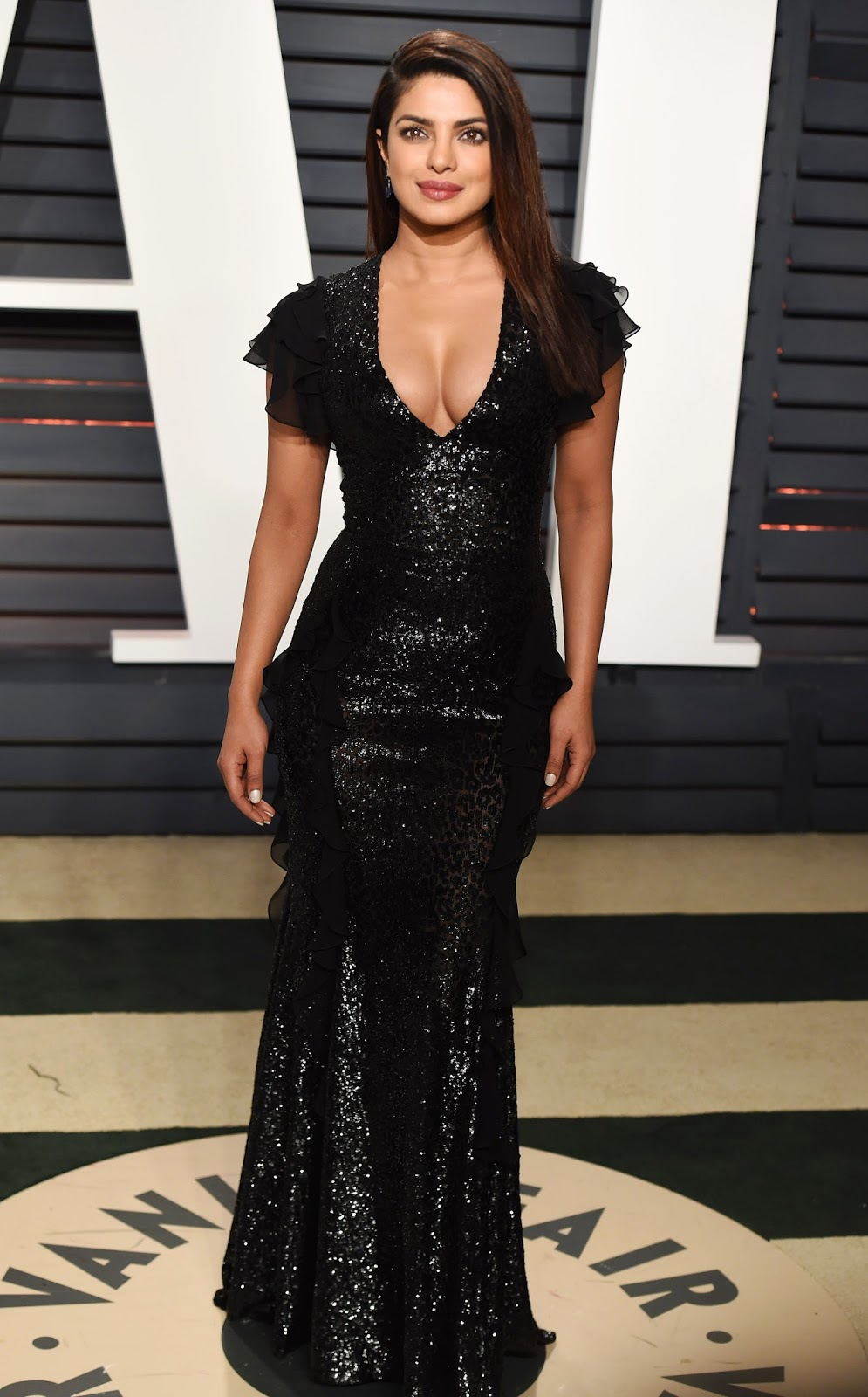 Priyanka Chopra Super Sexy Cleavage Show In Black Dress At ...