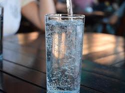 Manfaat Minum Air Putih Hangat Bagi Tubuh