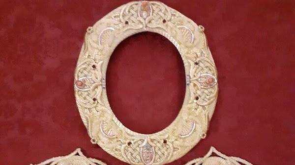 Nuevo rostrillo bordado en oro para la Virgen del Rosario de Cádiz