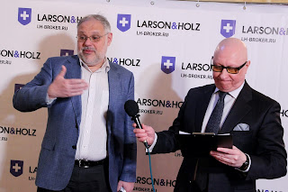 Larson and Holz и Михаил Хазин