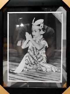 Foto Jadul Megawati Soekarnoputri Cilik Sedang Menari Tahun 1954 MGT001