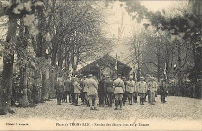 CPA 4e Zouaves à Tronville en Barrois