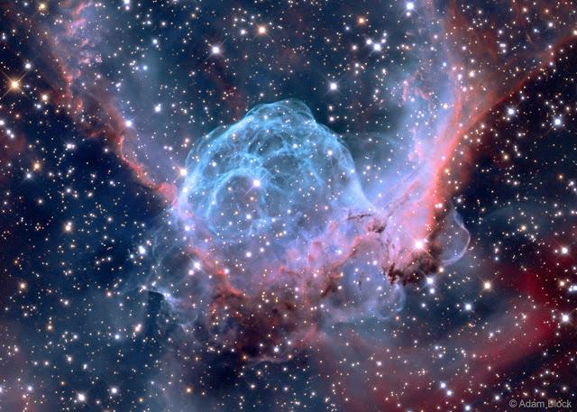 Tinh vân phát xạ Chiếc nón của thần Thor. Hình ảnh: Adam Block, Mt. Lemmon SkyCenter, Đại học Arizona.