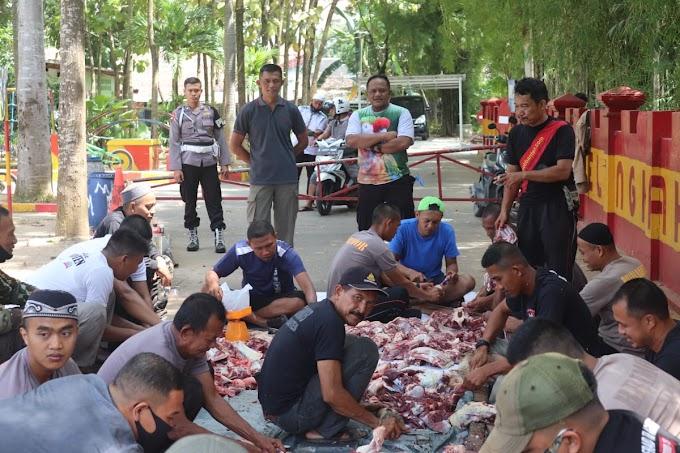 Peringati Idul Adha 1441 H, Sat Brimob Polda Banten Sembelih Puluhan Ekor Sapi dan Kambing