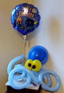 Krake als Tierfigur aus Luftballons mit Motiv-Folienballon.