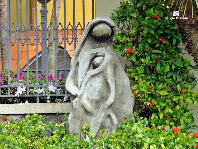 Close-up da Escultura Nossa Senhora e Menino Jesus - Vila Mariana - São Paulo