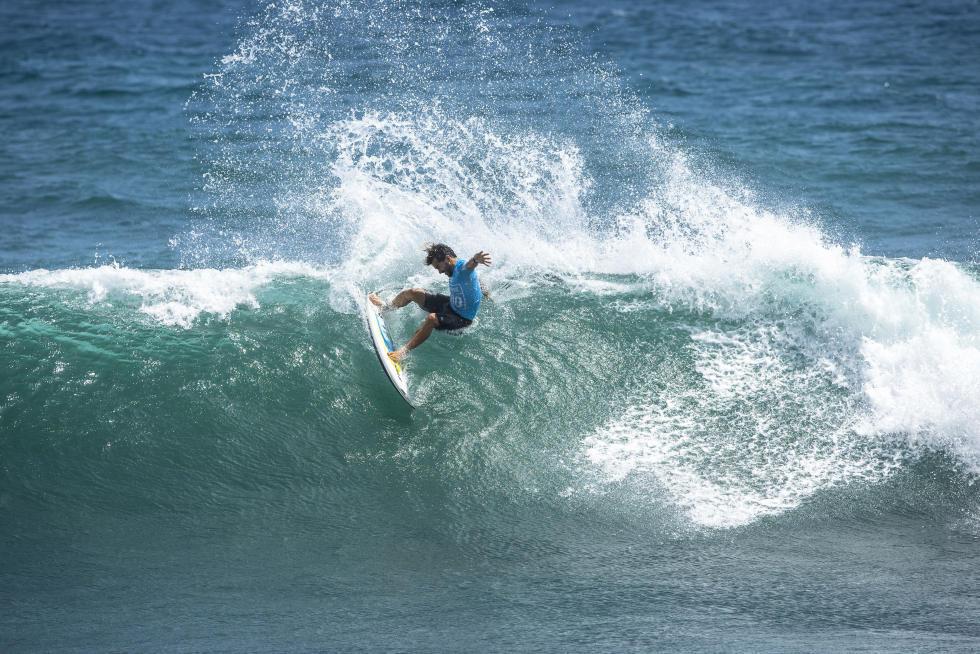 52 Aritz Aranburu ESP Martinique Surf Pro foto WSL Poullenot Aquashot
