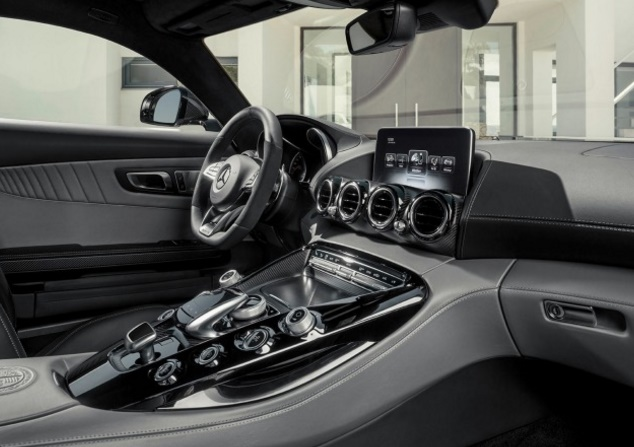 2017 REVIEW INTERIOR Mercedes-Benz AMG GT Coupe