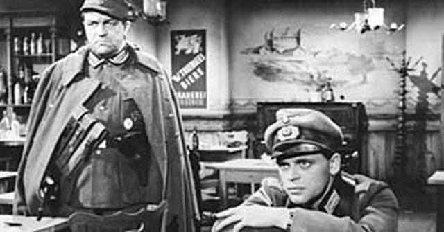"""Klaus Kinski in """"Kinder, Mütter und ein General"""" worldwartwo.filminspector.com"""