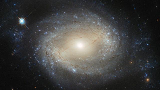 Los agujeros negros tendrían decenas de miles de planetas orbitando a su alrededor (y no los devoran)