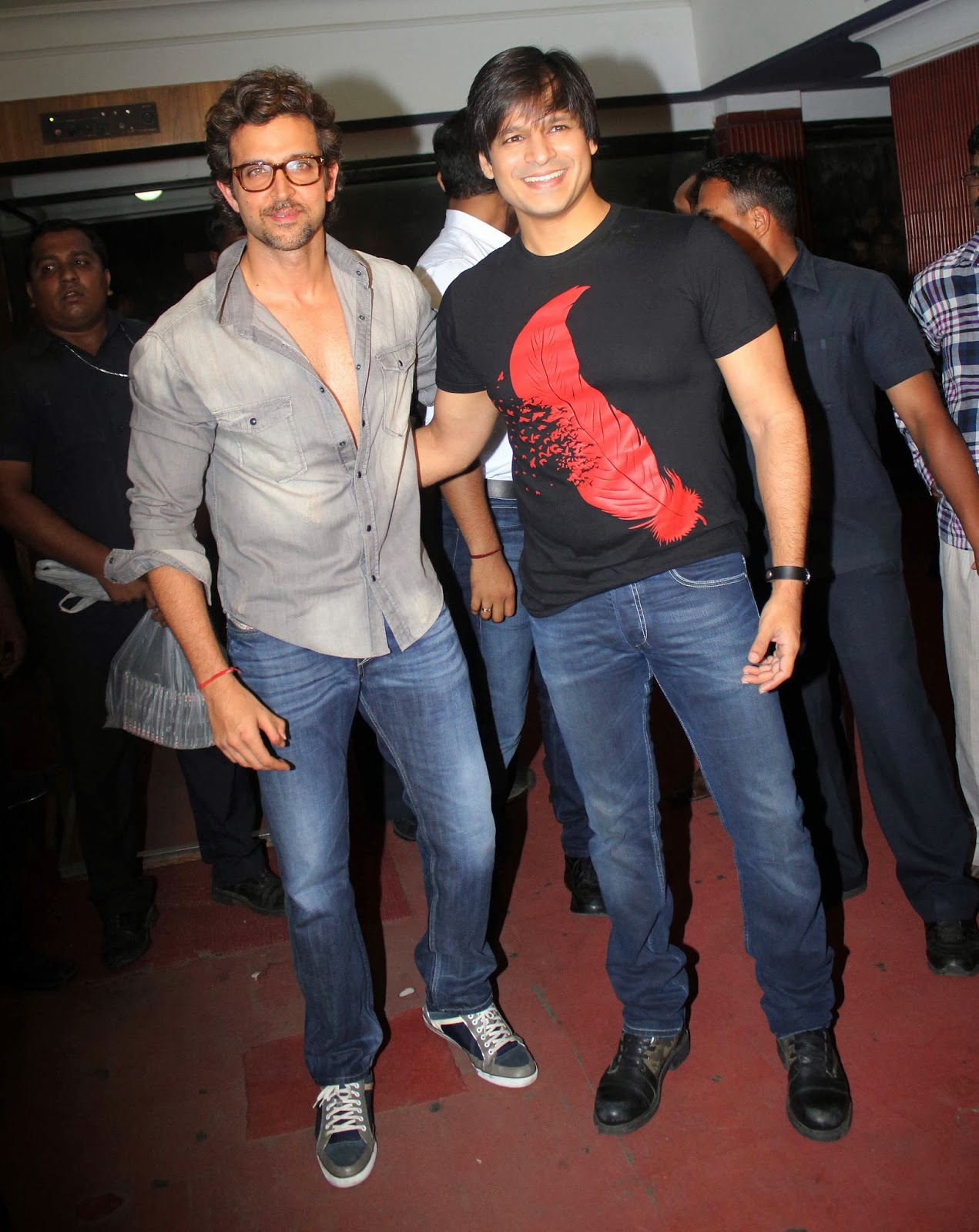 filmee club: hrithik roshan & vivek promote 'krrish 3' at chandan