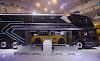 Se presentó en Indonesia un bus que puede transportar pasajeros mas un automóvil deportivo