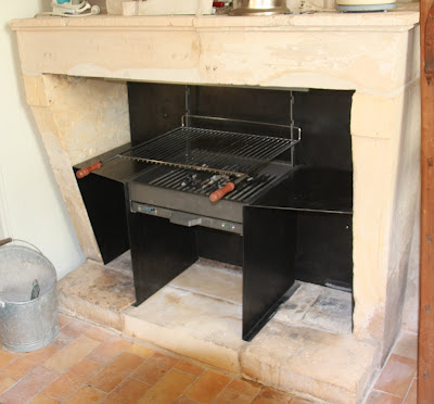 entreprise de ma onnerie transformation d 39 une cheminee ancienne en barbecue. Black Bedroom Furniture Sets. Home Design Ideas