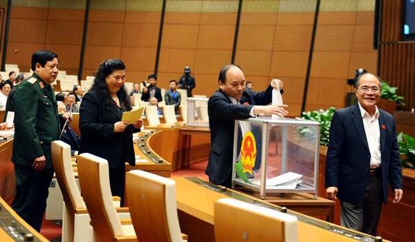 Gánh chèo của ông bầu xứ Nghệ Nguyễn Sinh Hùng