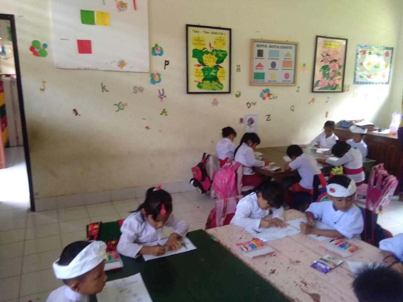 Keseruan Lomba Mewarnai Di PAUD Dan TK Nuansa Hindu Werdi
