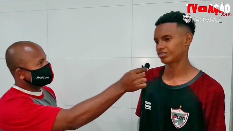 Jovem garoto de 17 anos fez estreia marcando 2 gols no profissional