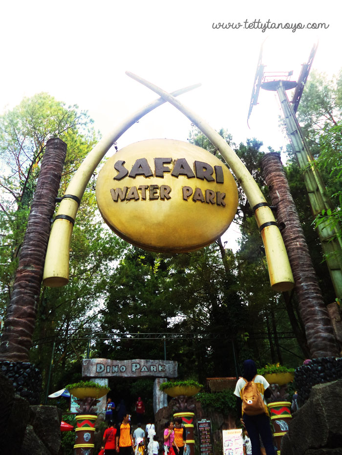 ke taman safari indonesia naik motor