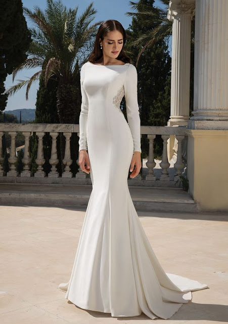 K'Mich Weddings - wedding planning - wedding dresses - crepe long sleeve fit and flare white gown - justin alexander