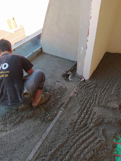 şap imalatında ıslak hacimlerin akıntı yönüne göre tesfiye edilmesi