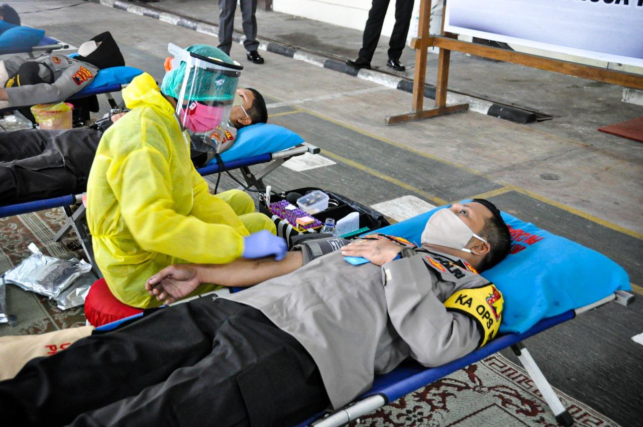 Bantu PMI Penuhi Stok Darah. Polres Wonogiri Gelar Donor Darah, Jelang HUT Bhayangkara