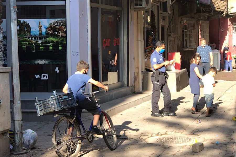 Diyarbakır Sur İskenderpaşa Mahallesi'nde kahvehaneye ateş açıldı: 1 çocuk öldü, 3 yaralı