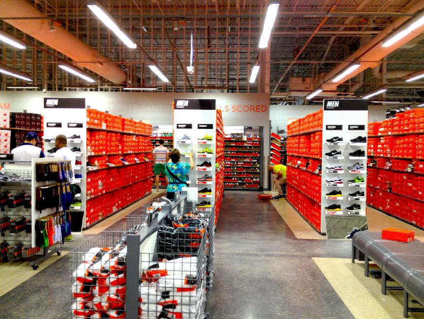 f865449343 Onde comprar tênis de corrida e futebol em Miami e Orlando