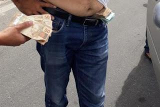 Irmão de prefeito candidato a reeleição é preso com dinheiro na cueca