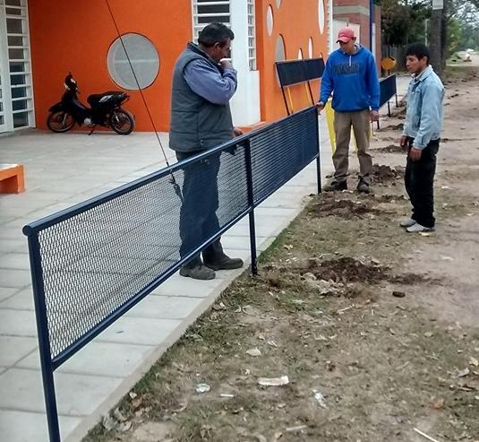 Seguridad la municipalidad coloco vallas de protecci n - Vallas de proteccion ...