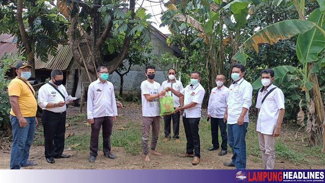 Seknas Jokowi Baksos Bagi Warga Terdampak Covid-19 di Karang Rejo