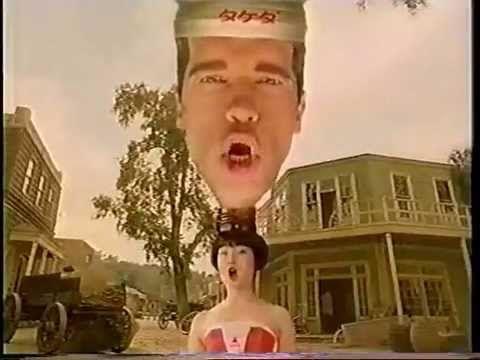 Arnold Schwarzenegger, bebidas energéticas, los noventa y un anuncio Japonés... uno de los anuncios mas delirantes que hemos visto