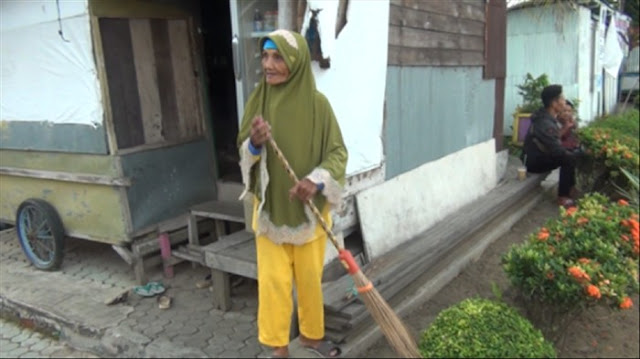 15 Tahun Menabung, Nenek Penyapu Jalan, Sumiati, Berkurban Sapi & Kambing